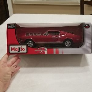 Diecast Maisto 1966 Ford Mustang